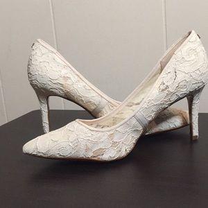 Karl Lagerfeld Paris royale lace pointed pumps